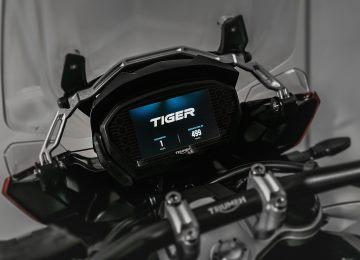 Instrumentos TFT ajustables a todo color y aparamenta iluminada